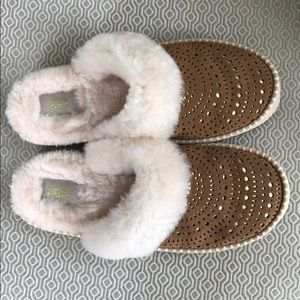 Ugg Aira Sunshine Perf chestnut slippers-sz 9
